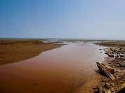 """Malaysia muốn """"treo"""" mỏ bauxite bởi lo bùn đỏ tràn ra biển Đông"""