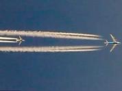 Clip hiếm gặp, ba máy bay Boeing đua tốc độ... trên trời