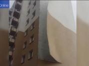Video gió thổi bay mảng tường nhà chung cư