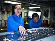 Video Chiếc bàn cầu cơ trên tàu sân bay Mỹ