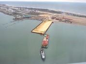 Tàu Thổ Nhĩ Kỳ đâm vào cầu nối Nga với Crimea