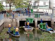 TP HCM chế 2 máy cắt lục bình trên sông