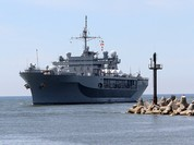 Tàu Hải quân Nga theo dõi kỳ hạm Hạm đội 6 Mỹ ở Biển Đen