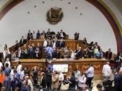 Phe ủng hộ Tổng thống Venezuela tràn vào trụ sở Quốc hội - VIDEO
