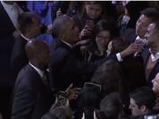 Tổng thống Obama đọc diễn văn từ biệt nhiều cảm xúc, đi bắt tay từng người - Toàn cảnh