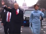 VIDEO: Ông Trump cùng vợ và con trai út đi bộ chào dân Mỹ trên Đại lộ Pennsylvania