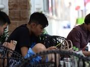 """Quán cafe Việt khốn đốn vì khách """"úp mặt vào điện thoại"""""""