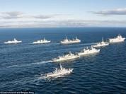 """Chiến sự Syria: Hơn 50 chiến hạm NATO """"hộ tống"""" tàu sân bay Nga"""