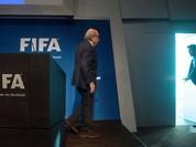 Thế giới bóng đá vui mừng trước tin Blatter từ chức