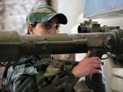 Nữ binh Syria lái tăng, sử dụng vũ khí hạng nặng