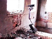Robot sát thủ trong ba lô lính chiến