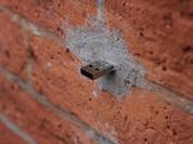 Những chiếc USB bí ẩn giấu trong bức tường trên khắp thế giới