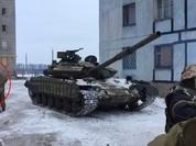 Xe tăng Ukraine tiến vào Donetsk (Video)