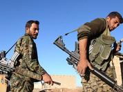 """Chiến sự Syria: Người Kurd đánh chiếm 7 làng gần """"thủ đô"""" IS (video)"""