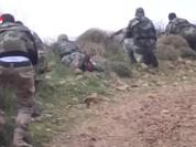 Không quân yểm trợ dân quân Syria tấn công IS trên chiến trường Hama (video)