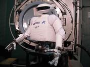 """Robot phi hành gia SAR sẽ vào """"vai"""" cascadeur chinh phục không gian"""