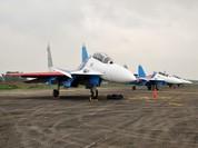 """Xem phi đội Su-30SM """"Tráng sĩ Nga"""" uy mãnh tại sân bay Nội Bài (video)"""