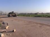 """Phiến quân điều tăng T-90 chiến lợi phẩm đánh Hama, """"Hổ"""" Syria rút lui (video)"""