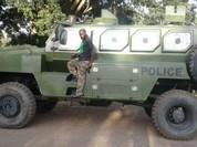 Xe bọc thép Trung Quốc tan nát vì trúng mìn, 7 sĩ quan Kenya thiệt mạng