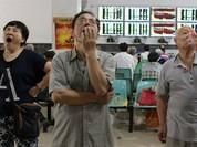 """Chứng khoán Trung Quốc cứ mỗi phút """"bay hơi"""" một triệu USD!"""