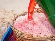 """Ngư dân dùng hóa chất nhuộm đỏ con ruốc gây """"bão"""" mạng"""
