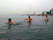 Cán bộ chủ chốt Đà Nẵng tắm biển để xóa tan tin đồn