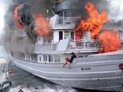 Bốn người bị thương trong vụ cháy tàu trên vịnh Hạ Long