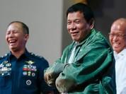 """Tổng thống Philippines """"chơi bài"""" với Mỹ, Trung Quốc"""