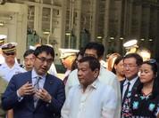 Tổng thống Philippines thăm tàu sân bay Izumo, kết thân với Nhật Bản