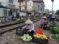 Thủ tướng yêu cầu lập lại trật tự hành lang an toàn đường bộ, đường sắt