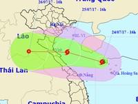 Bão số 4 tiến nhanh vào miền Trung, nhiều nơi hứng mưa lớn