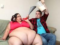 Video: Ăn bằng... phễu để trở thành siêu mẫu béo