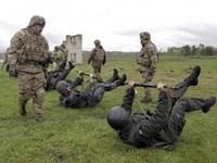 Mỹ bơm vũ khí cho Ukraine, Nga cảnh báo sắc lạnh