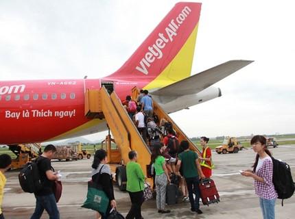 3 hãng hàng không bị 'tuýt còi' vì chậm chuyến