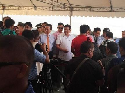 Tổng thống Philippines Rodrigo Duterte đích thân đến chào từ biệt ngư dân Việt Nam
