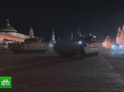 Hàng ngàn binh sĩ Nga diễn tập đêm duyệt binh Ngày Chiến thắng (video)
