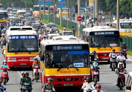 Đại sứ các nước Liên minh châu Âu tại Việt Nam tham gia giao thông bằng phương tiện công cộng để hưởng ứng tuần lễ Ngoại giao Khí hậu châu Âu.
