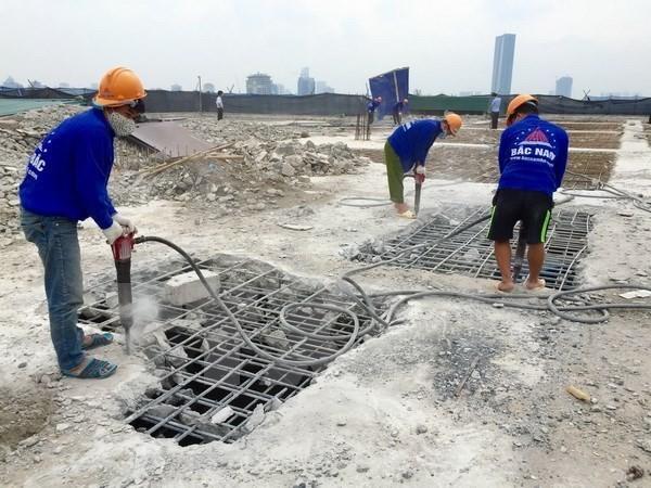 Việc phá dỡ công trình 8B Lê trực đang được Hà Nội triển khai khẩn trương.