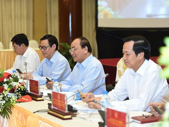 Thủ tướng Nguyễn Xuân Phúc, Phó Thủ tướng Vương Đình Huệ cùng nhắn tin ủng hộ người nghèo.