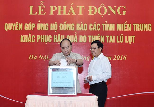 Thủ tướng tham gia buổi quyên góp, ủng hộ đồng bào miền Trung