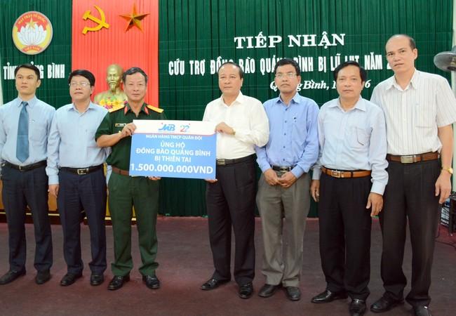 Ngân hàng TMCP Quân đội ủng hộ miền Trung.