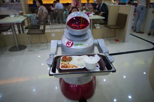Nhà hàng It's More Teatime Than Terminator tại Côn Sơn, Trung Quốc có hàng chục robot bé nhỏ dễ thương có thể nấu nướng và phục vụ. (Nguồn: Sputnik)