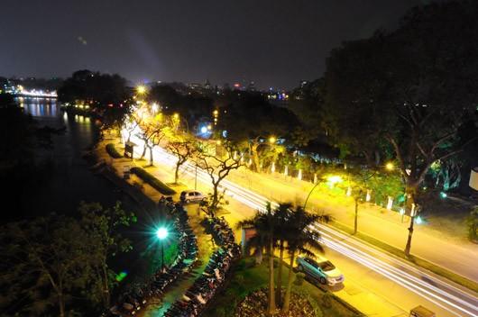 Đường Thanh Niên lung linh khi đêm xuống (Ảnh: Báo điện tử Đảng Cộng sản)