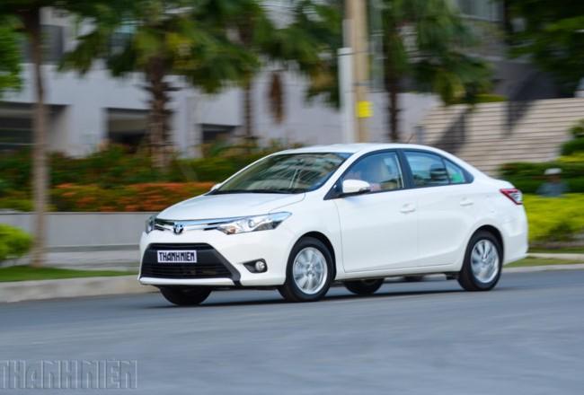 Toyota Vios vẫn phải giảm giá.