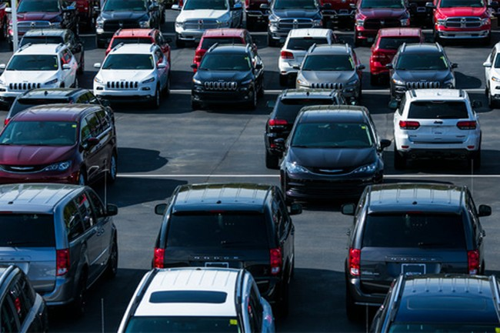 Extreme Dodge giảm tới 20% giá bán cho khách hàng vào thời điểm nhiều hàng tồn kho. Ảnh: New York Times.
