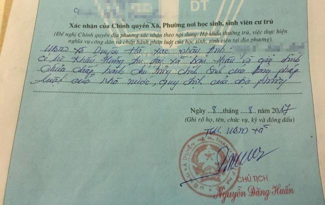 Ông Nguyễn Đăng Huấn, Chủ tịch UBND xã Duyên Hà đã ký xác nhận vào sơ yếu lý lịch của công dân V.A (Ảnh Vietnamnet).