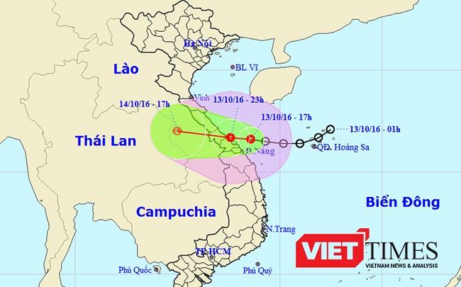 Áp thấp nhiệt đới đang tiến sát bờ biển Trung Trung bộ với sức gió giật mạnh nhất cấp 8-9, dự kiến sẽ đi vào bờ biển khu vực từ Đà Nẵng tới Quảng Trị trong đêm 13/10 rạng sáng 14/10.