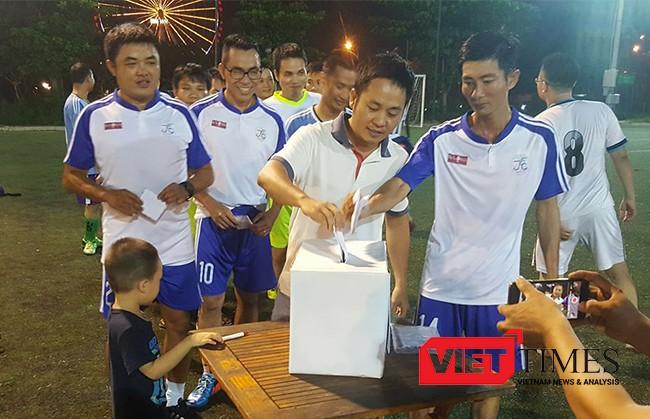 Tính đến ngày 22/10, Câu lạc bộ này đã huy động được gần 3,1 tỷ đồng, 20 tấn gạo, cùng nhiều hiện vật ủng hộ đồng bào vùng lũ Quảng Bình, Hà Tĩnh.