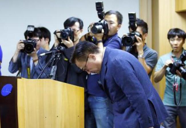Koh Dong-jin, Giám đốc bộ phận di động xin lỗi công khai (ảnh internet)