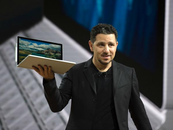  Microsoft đang muốn người dùng Apple chuyển sang sử dụng sản phẩm của mình (Ảnh: AFP)